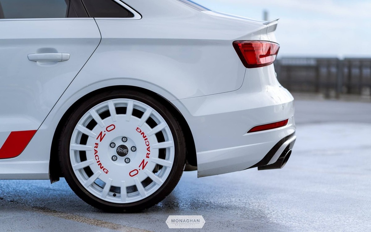 Galerija/oz-racing-rally-racing-race-white-19-audi-RS3-1_x
